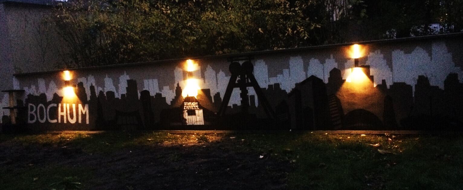 Graffiti Bochum Skyline Starlightexpress Garten bei Nacht