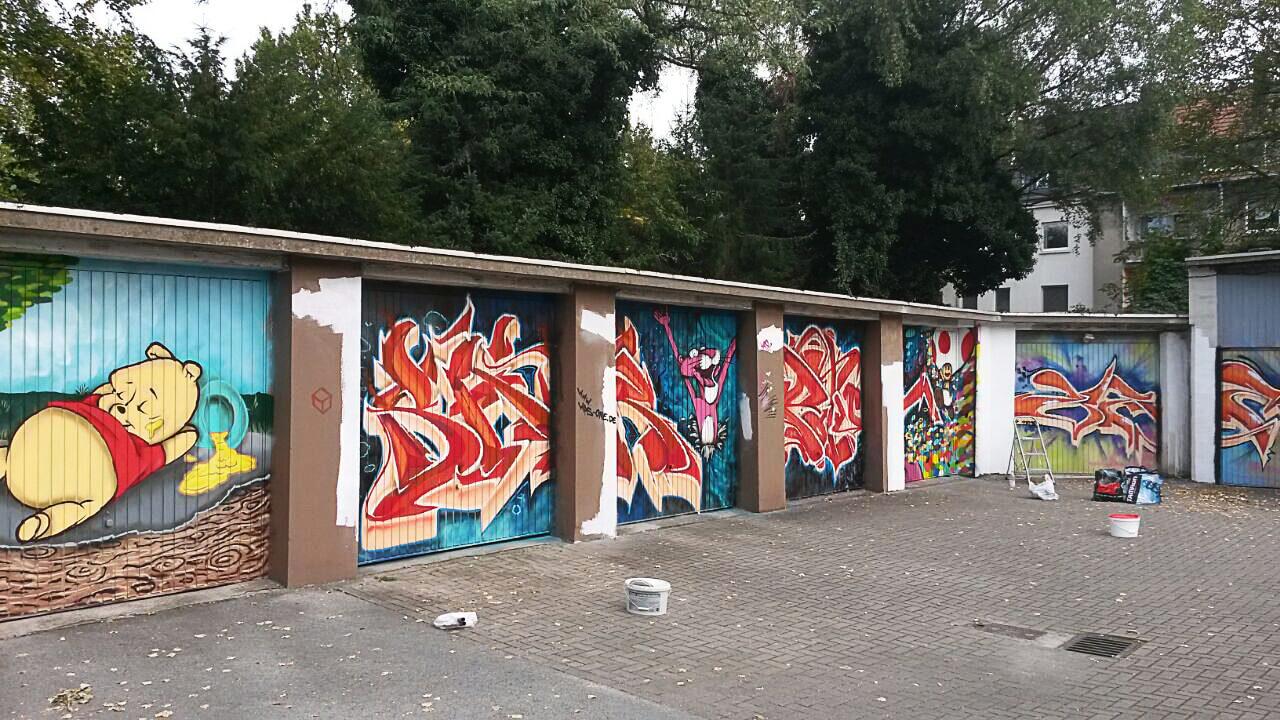 Winnie Pooh Pink Panther Graffiti Gelsenkrichen